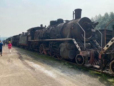 济源钢铁一批下线内燃机车、铁水罐车等闲置设备